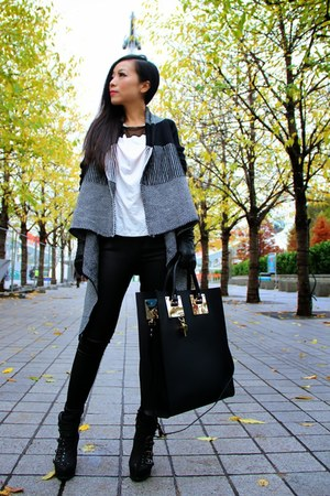 gray Diva NY sweater - black Diva NY pants