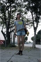 gray IloveNY t-shirt - blue hollister shorts - black rubi shoes - black accessor