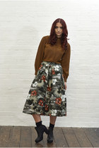 dark green cotton DollsMaison skirt - black leather chelsea Office boots