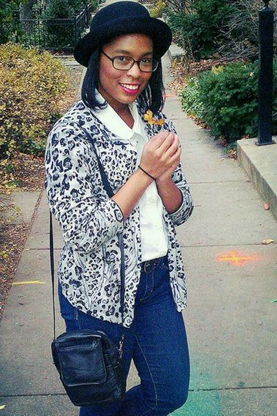 black bowler H&M hat - blue skinny Forever 21 jeans - black vintage purse