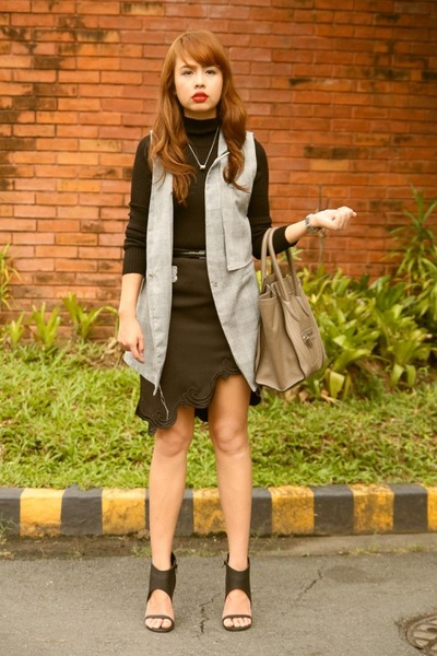 charcoal gray Celine bag - charcoal gray taiwan vest - black Zara top