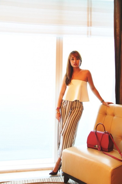 Maroon-moynat-bag-white-pink-manila-top-light-brown-zara-pants