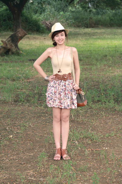 brown brown flats Pill shoes - brown drawstring bag H&M bag - pink Zara skirt