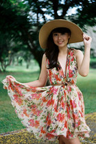 beige floral dress dress - camel hat - light brown thin belt Plains & Prints bel