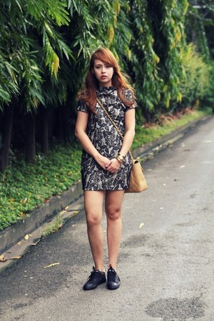 black Anthologie dress - camel Chanel bag - black Converse sneakers