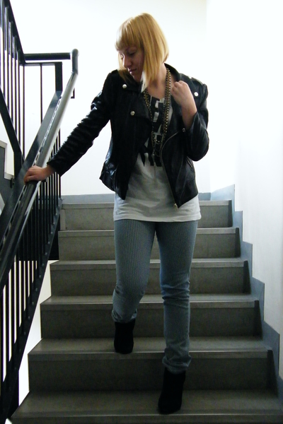Zara jacket - Zara t-shirt - new look pants - Bershka boots - Accessorize neckla