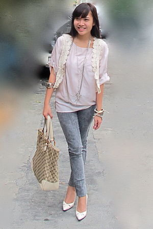 pink H & M blouse - beige rose boutique greenhills vest - silver Topshop jeans
