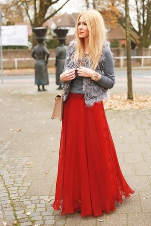 ruby red lookbookstore skirt - heather gray Zara sweater