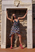 Bershka dress - H&M sunglasses - Mango sandals