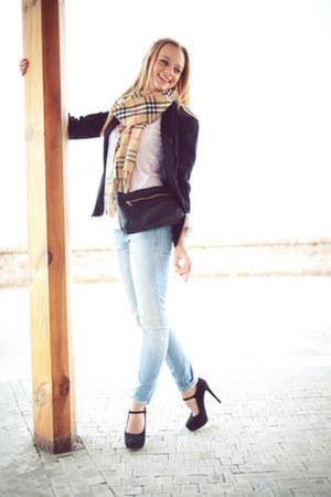 H&M shirt - Mango jeans - Stravidaius blazer - Burberry scarf - H&M bag