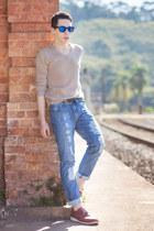 brick red Pipper shoes - blue Iódice Mundi Galaxy jeans - beige Uselets sweater