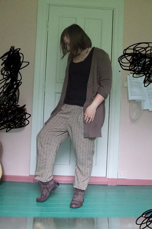 olive green pattern baggy H&M pants - brown boots - light brown Only cardigan