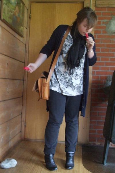 off white wings Vero Moda t-shirt - black boots - black Cubus jeans