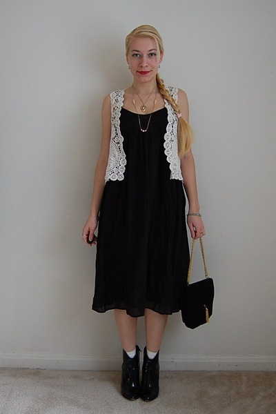 DressCastles bag - thrifted boots - JCrew dress - 1950s vintage necklace
