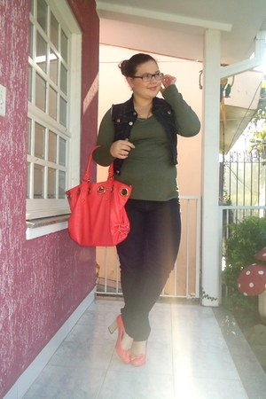 coral Gino Ventori shoes - dark gray Trip jeans - coral bag