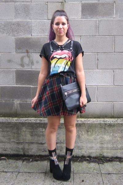 black Jeffrey Campbell boots - brick red vintage skirt