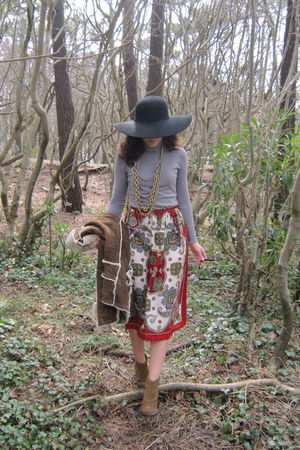 black Zara hat - gray BLANCO sweater - red vintage skirt - brown Tck shoes - gol
