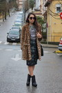 Black-zara-boots-brown-faux-fur-zara-coat-gray-pull-bear-t-shirt