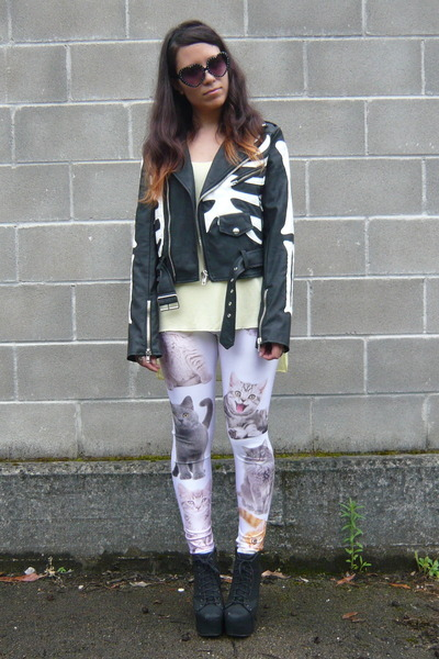 black vegan leather UNIF jacket - off white Romwecom leggings