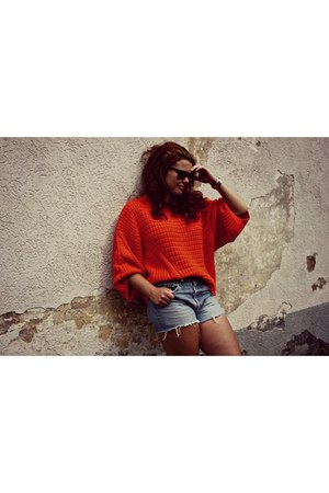 knitted Zara sweater - vintage 501 Levis shorts - Asos sneakers