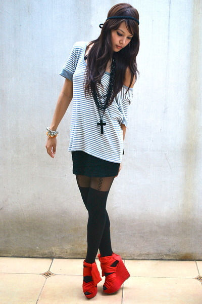 red wedges - black tights - black skirt - heather gray t-shirt