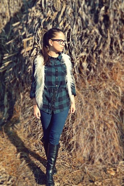 white random brand vest - black Stradivarius boots - forest green H&M shirt