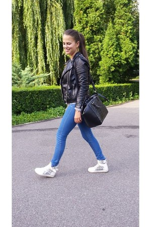 black H&M jacket - white random shoes - blue Bershka jeans - gray H&M bag