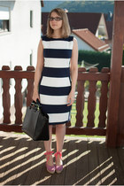 black shopper Zara bag - white striped calvin klein dress