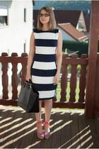 black shopper Zara bag - white striped calvin klein dress