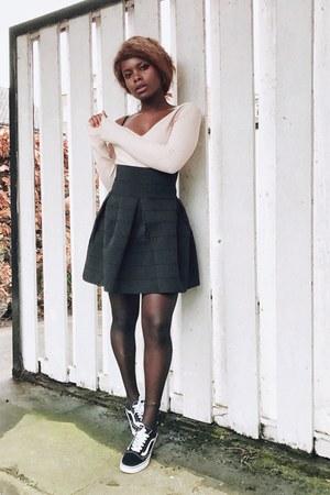 black v neck H&M skirt - black sneakers - light pink v neck H&M jumper