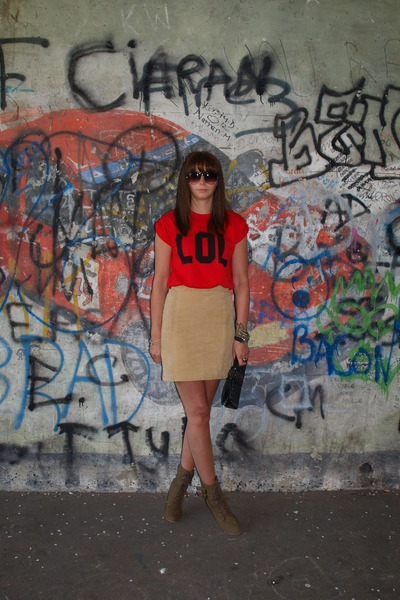 red Topshop t-shirt - army green new look boots - black studded clutch Zara bag