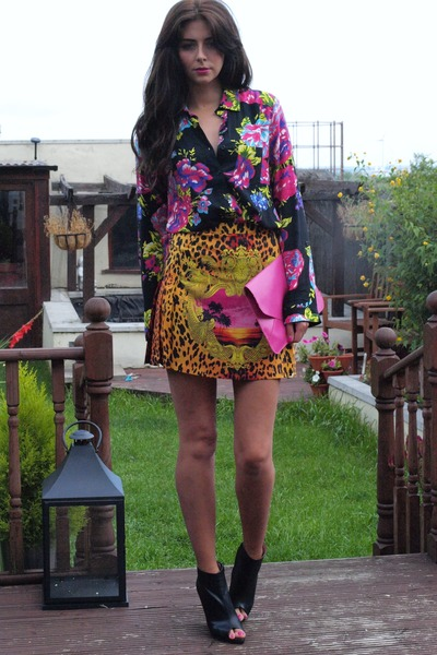 gold print Versace for H&M skirt - black wedge Zara boots