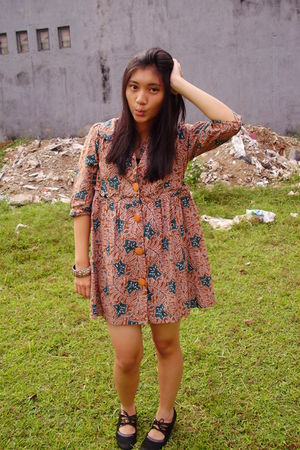 brown unbranded dress - black custom made shoes - brown Somewhere in Malioboro -
