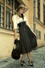 Beige-exclusive-blazer-brown-pleats-please-skirt-beige-deichmann-shoes-bro