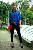 blue H&M shirt - blue tyte leggings - blue Deichmann shoes - red vintage scarf -