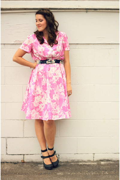bubble gum floral vintage dress - navy Forever 21 heels
