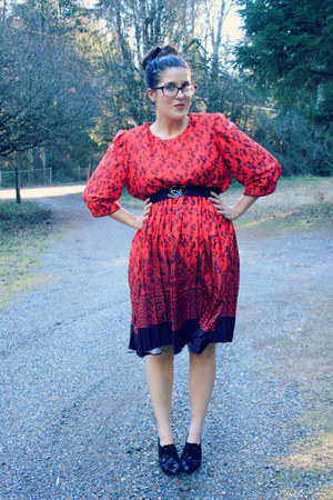 black thrifted belt - red paisley vintage dress - black booties thrifted heels