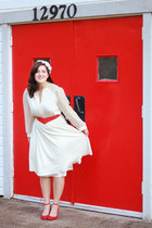 red snakeskin thrifted belt - cream vintage dress - red modcloth heels