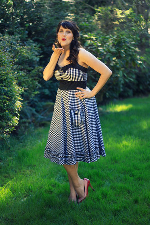 white gingham modcloth dress - red gingham thrifted heels