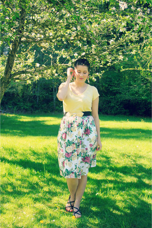 white floral print thrifted vintage skirt - light yellow thrifted top