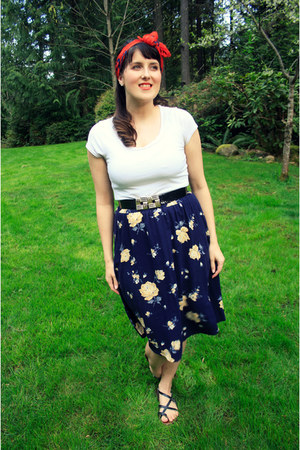 navy floral thrifted skirt - carrot orange floral print thrifted vintage scarf