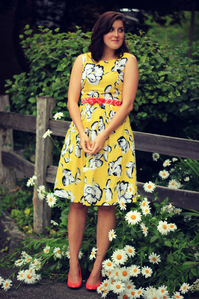yellow floral print thrifted dress - carrot orange abstract print thrifted scarf