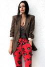 Light-brown-linen-boyfriend-vintage-zara-blazer-red-dkny-pants-gray-tank-to