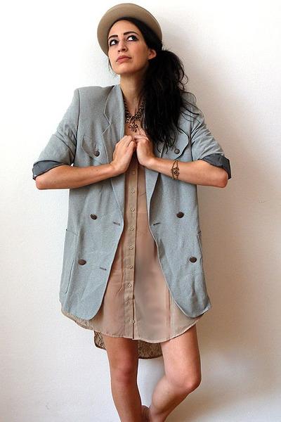 periwinkle vintage blazer - beige felt cylindric vintage hat - tan asos shirt