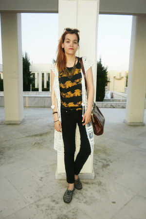 H&M shoes - Zara t-shirt - Doca cardigan