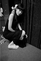 black dress - white Converse shoes