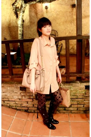black rain boots - nude shirt - black lace tights - beige bag