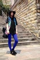 black leather boots - black hat - blue leggings - black Zara bag - black t-shirt