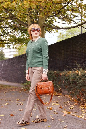 forest green knitted sweater - burnt orange bag