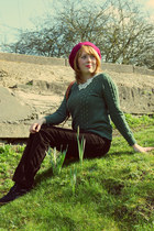 green jumper - crimson jeans - hot pink hat